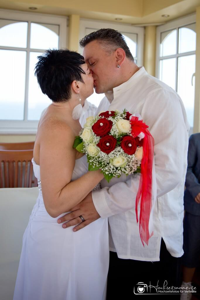Der Kuss zur Ehe-Schließung