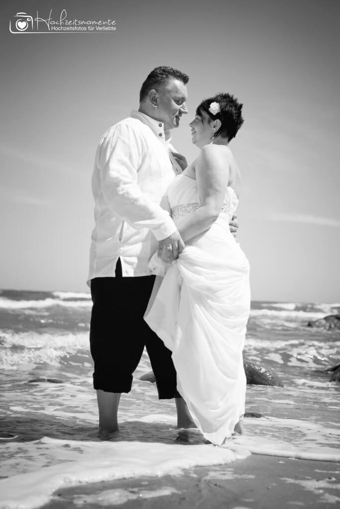 Verliebtes Paar in der Ostsee