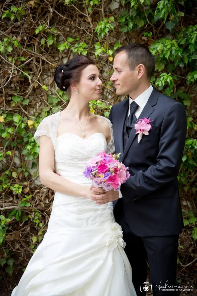 Ehepaar schaut sich liebevoll an