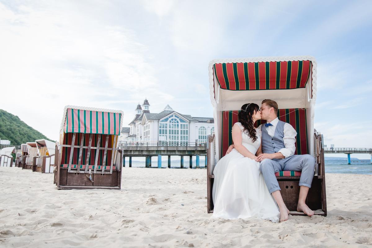 Hochzeitsfotos vom Brautpaar an der Seebrücke Sellin.