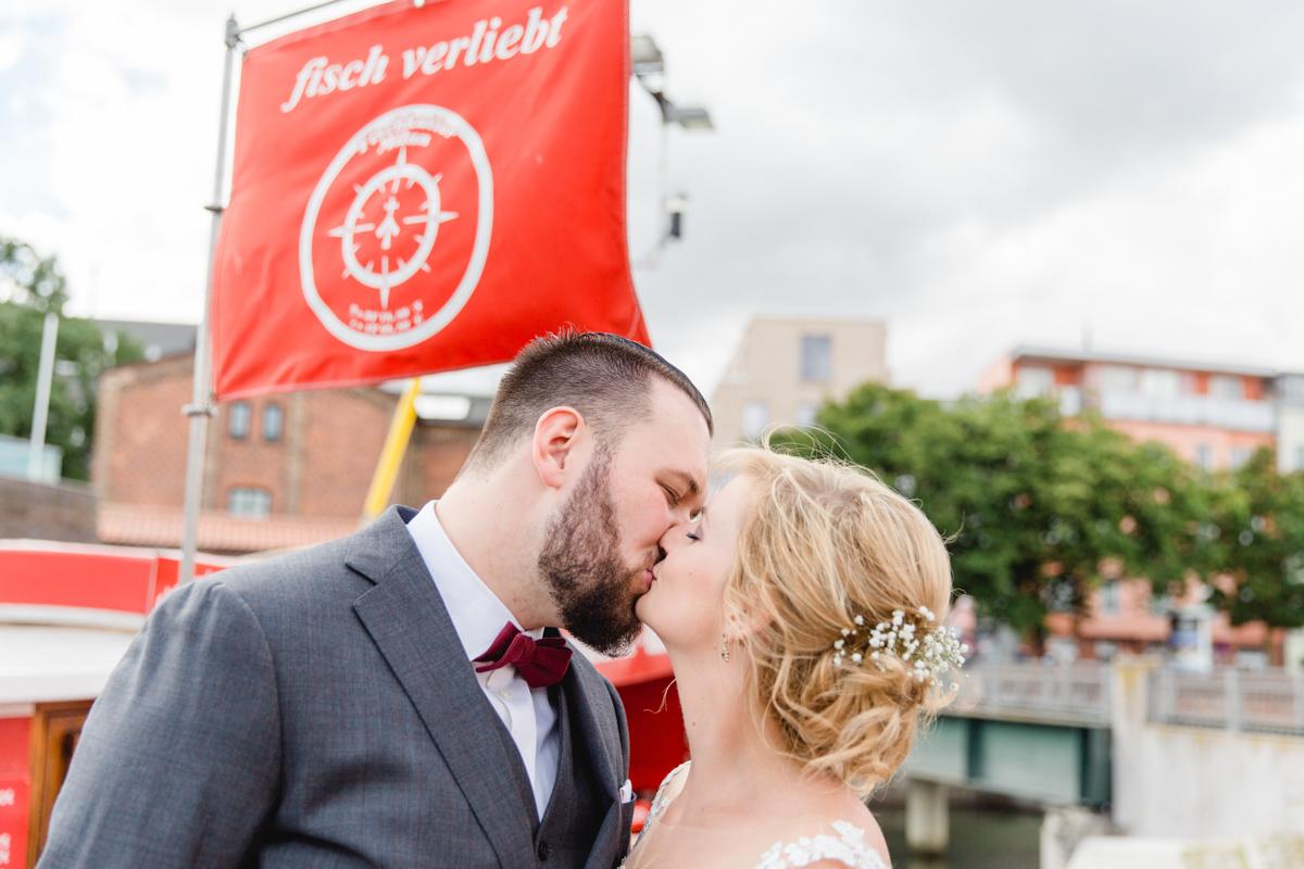 Hochzeitsfotos aufgenommen am Hafen von Stralsund.