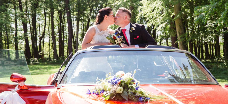 Kuss im Brautauto in Gelbensande