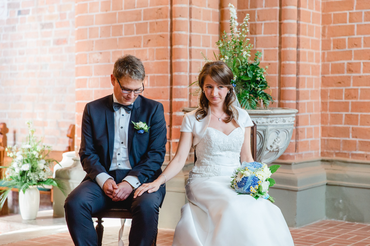Brautpaar ind er Kirche