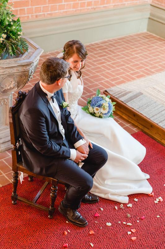 Braut udn Bräutigam in der Kirche