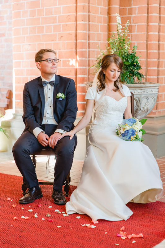 Brautpaar während der kirchlichen Zeremonie