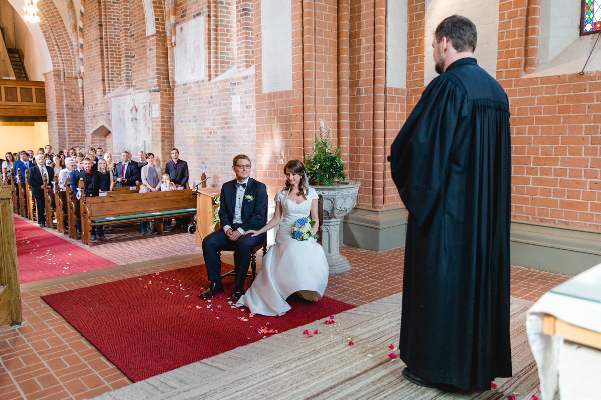Brautpaar mit Priester