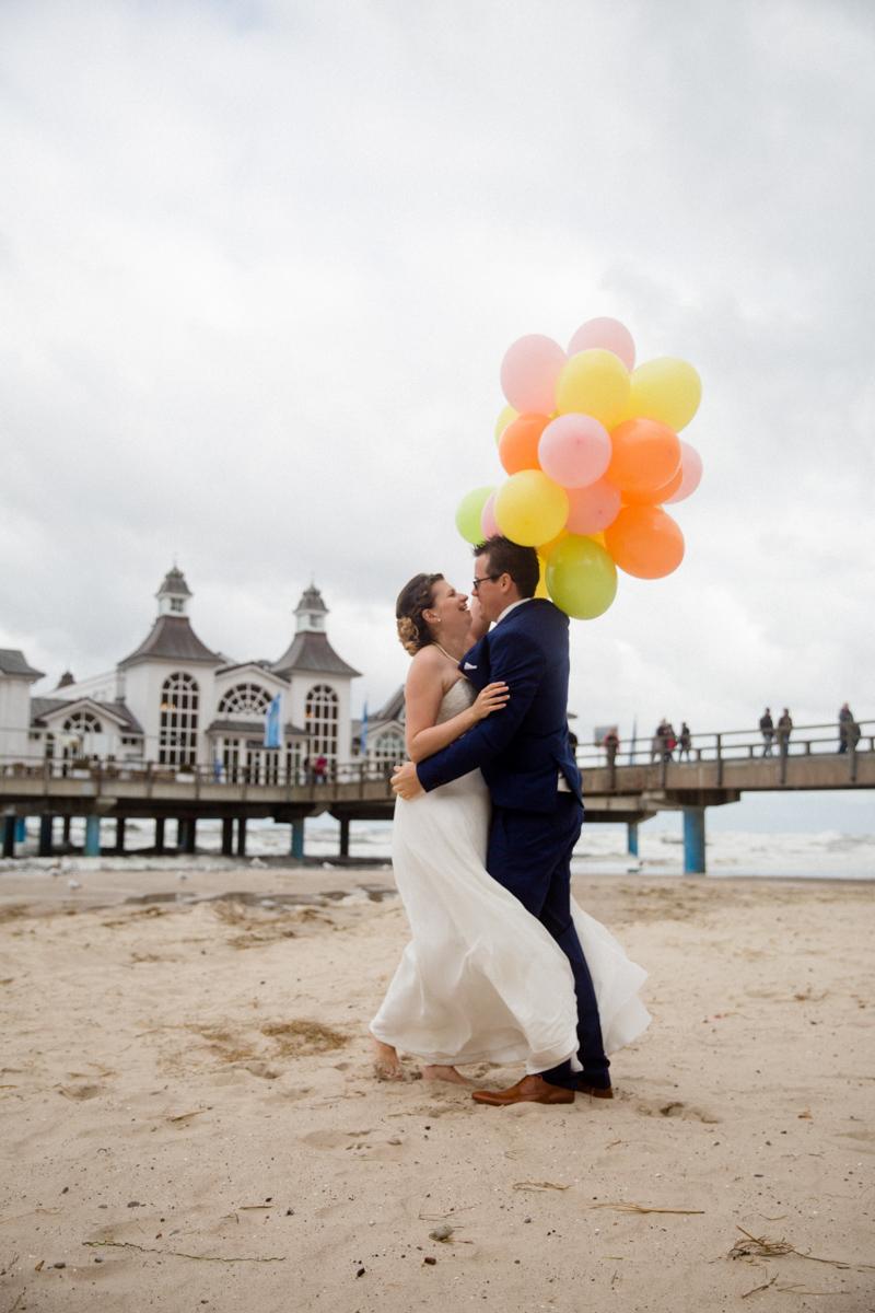 Am Strand von Sellin mit Luftballons