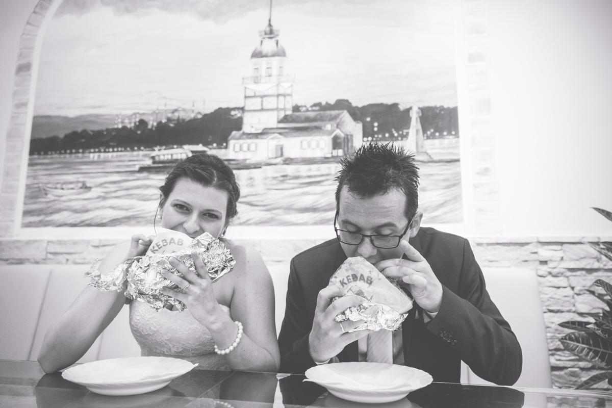 Brautpaar mit Döner