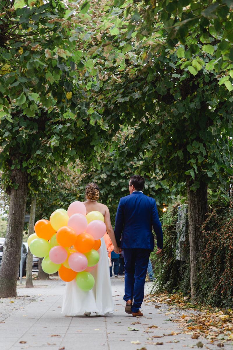 Brautpaar mit Luftballons in Sellin