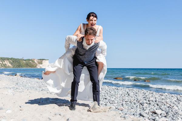 Natürliche Paarfotos beim Brautpaarfotoshooting aufnehmen