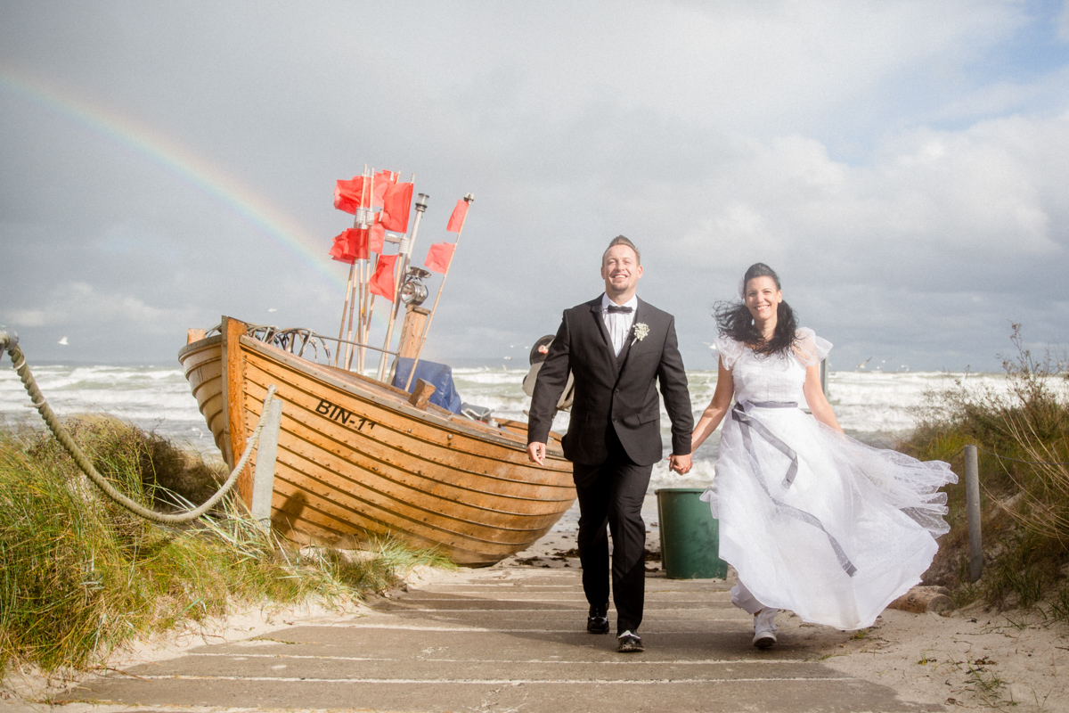 Hochzeitsfoto mit Regenbogen Strand