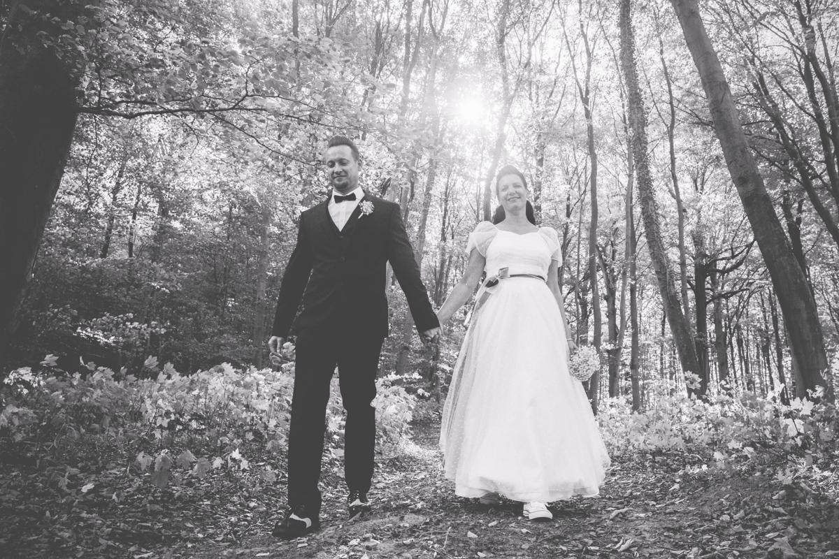Brautpaar in schwarz weiß