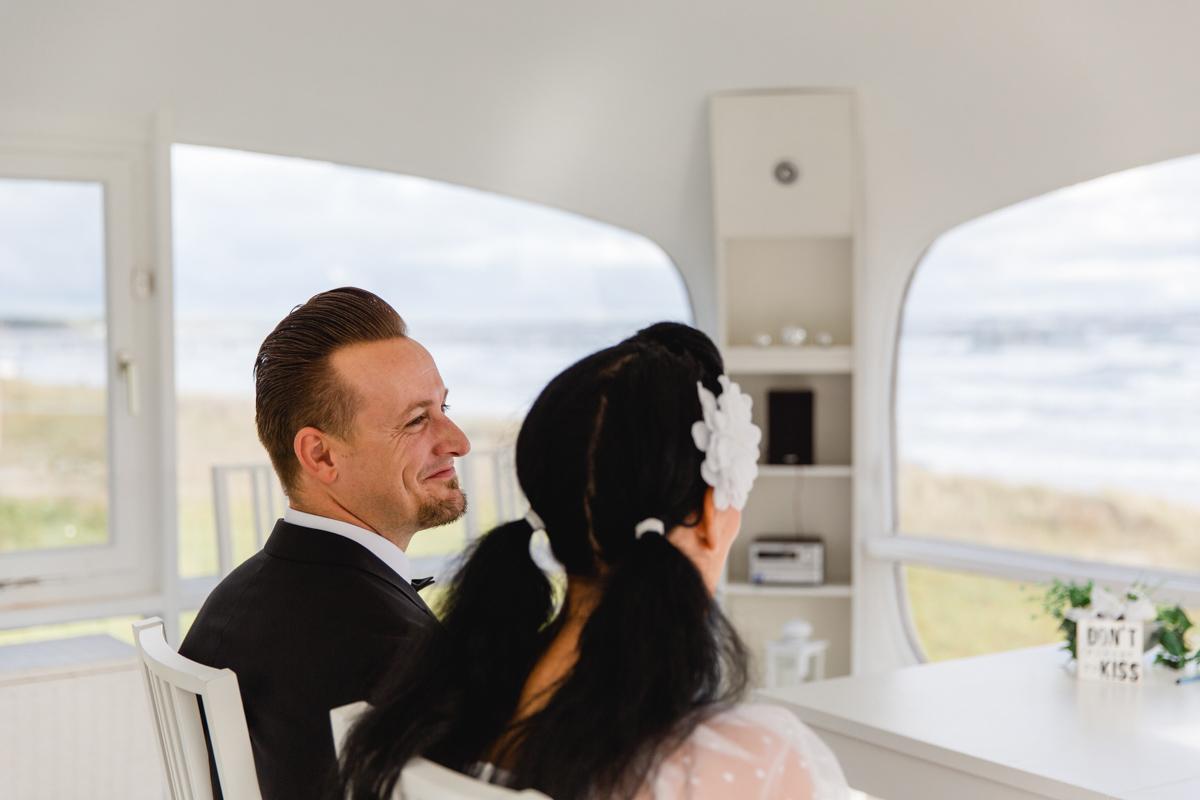 Brautpaar während der Trauung in Binz