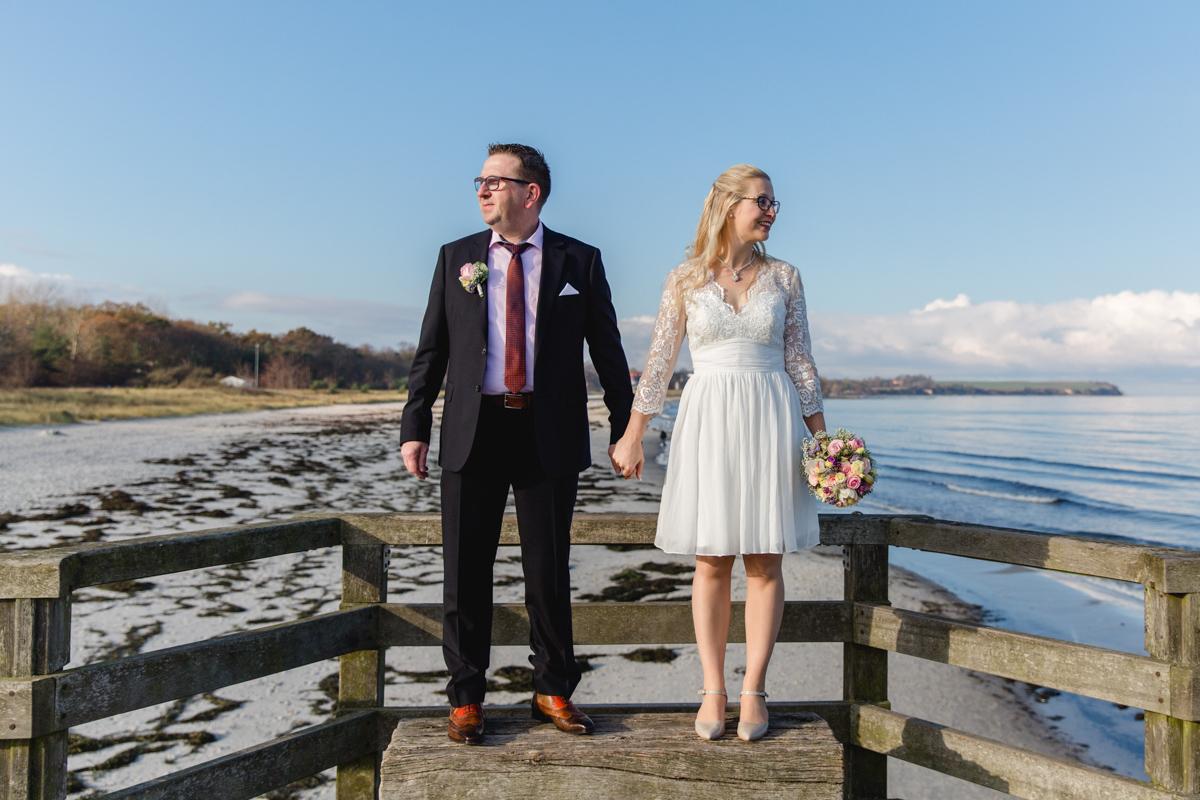 Brautpaar an der Seebrücke von Boltenhagen