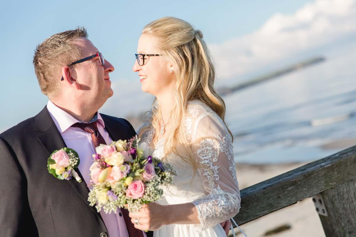 Brautpaar auf der Seebrücke Boltenhagen