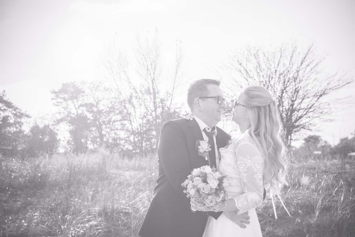 Brautpaarfoto schwarz weiß