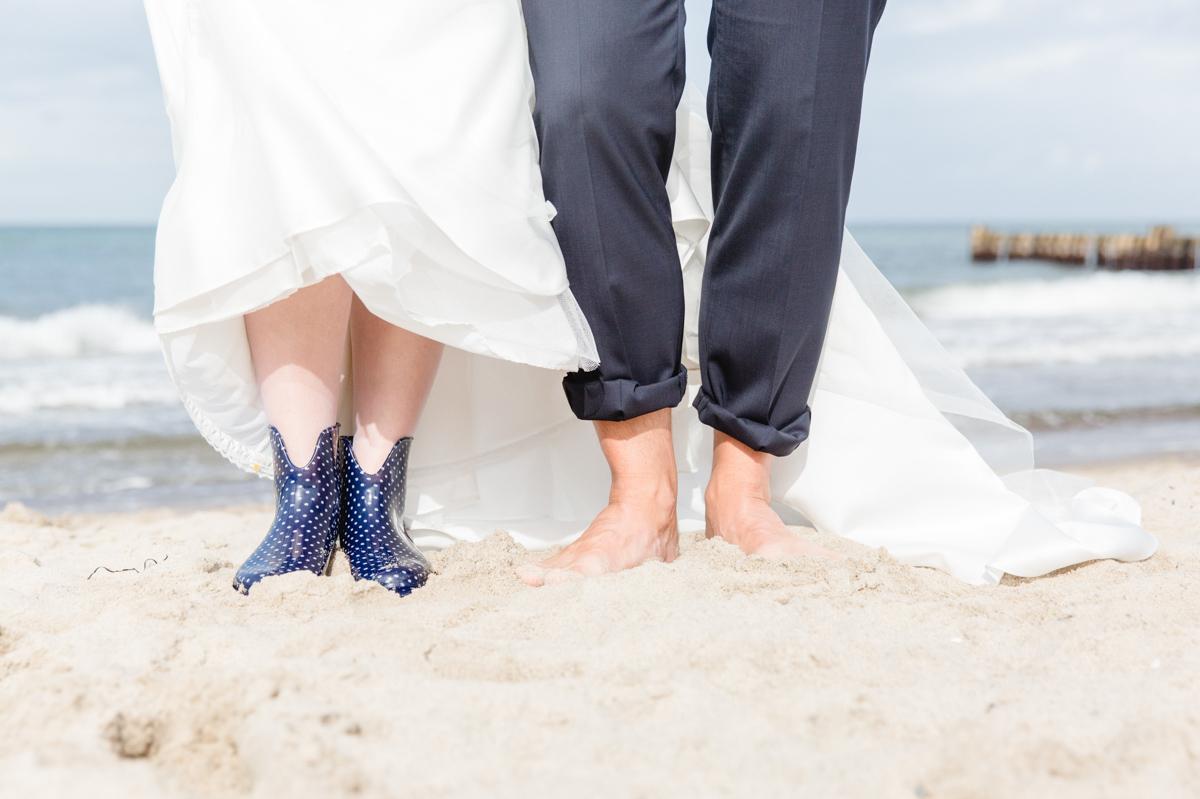Braut Gummistiefel am Strand