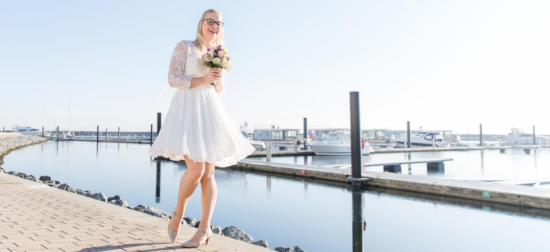 Braut am Jachthafen von Boltenhagen