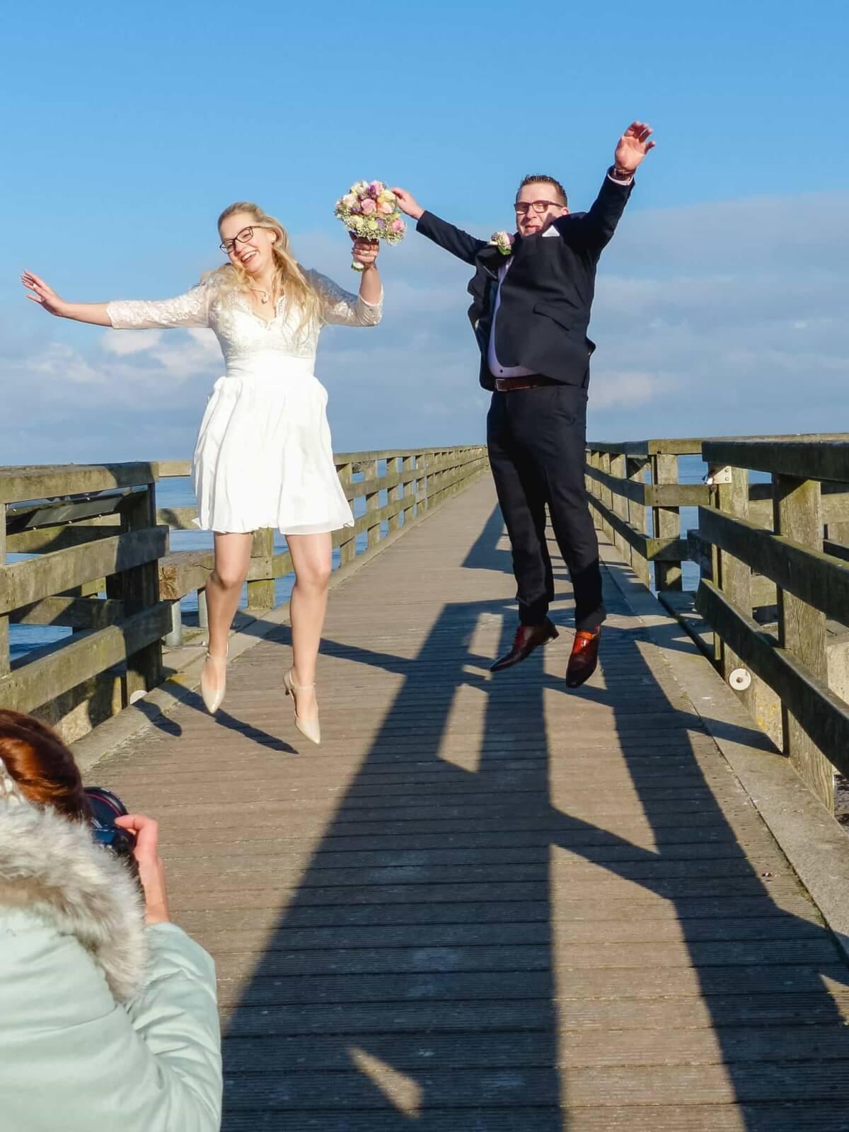 Hochzeitsfotografin beim Brautpaarfotoshooting