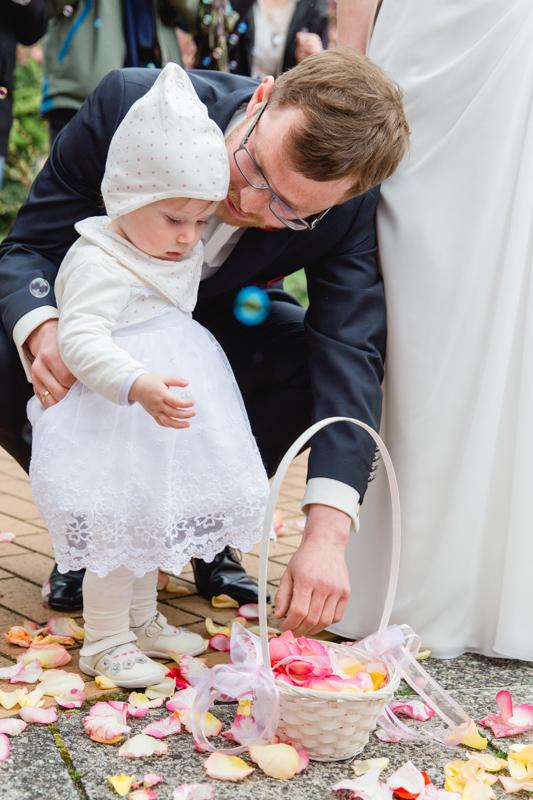 Blumenmädchen mit Papa.