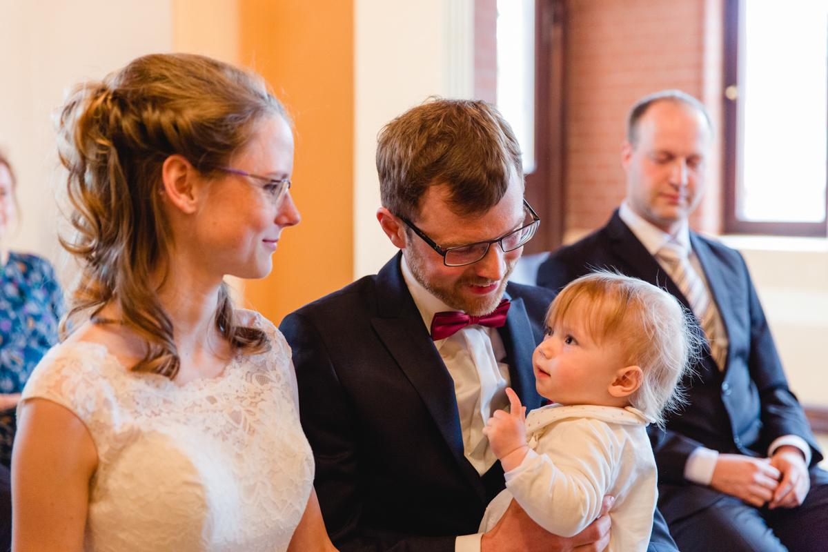 Brautpaar während der Trauung in Bad Doberan.