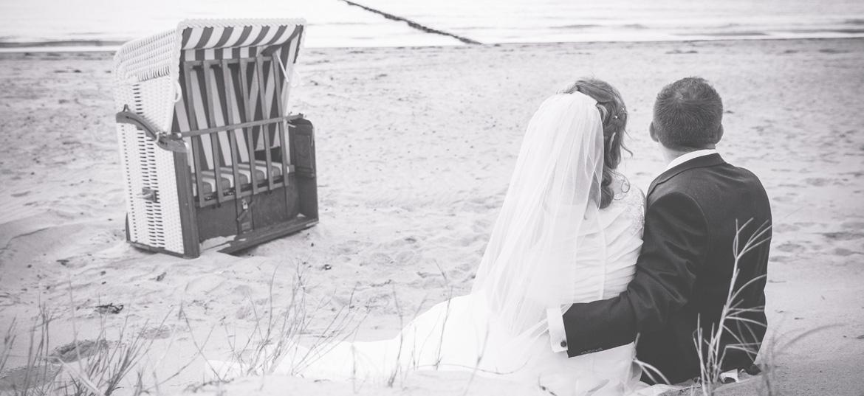 Brautpaar am Strand von Dierhagen.