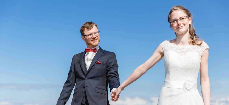 Brautpaarshooting am Strand nach der Trauung in Bad Doberan.