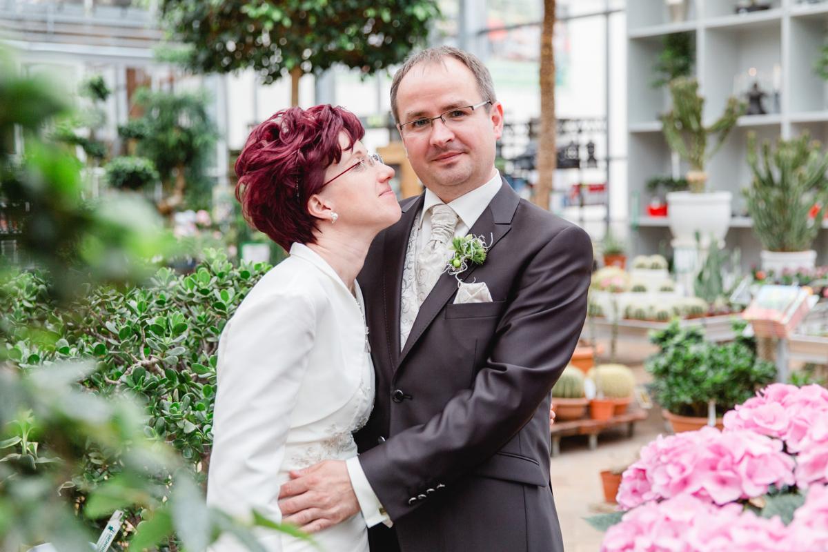 Verliebtes Brautpaar bei Grönfingers.