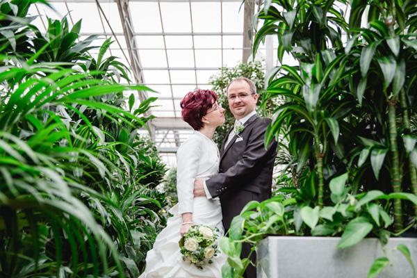 Schietwetter beim Brautpaarshooting - Teil 1: Hochzeitsfotos im Gartenmarkt