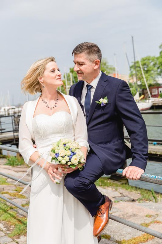 Brautpaar am alten Strom mit der Fotografin aus Rostock.