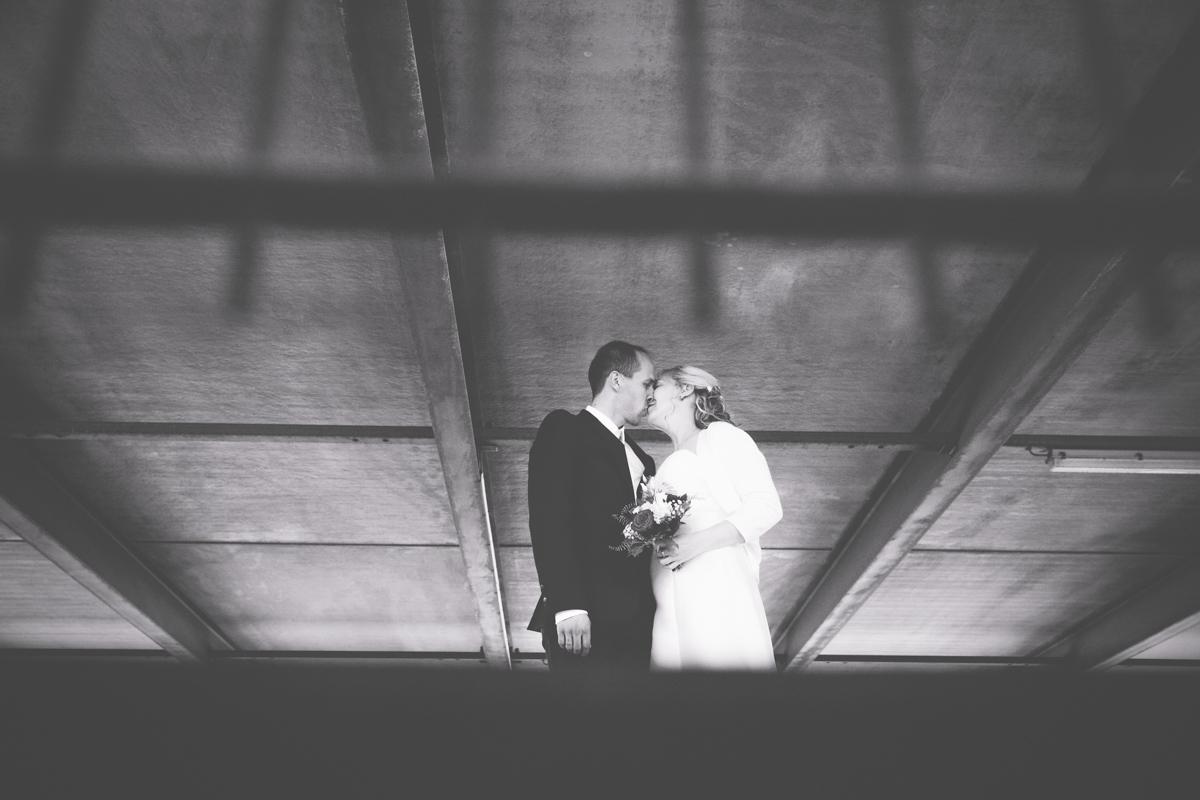 Brautpaar beim Shooting im Parkhaus