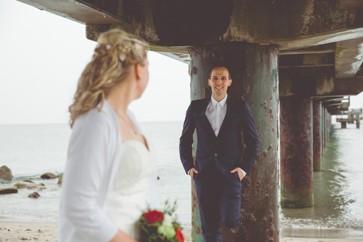 Brautpaarfotos unter der Seebrücke
