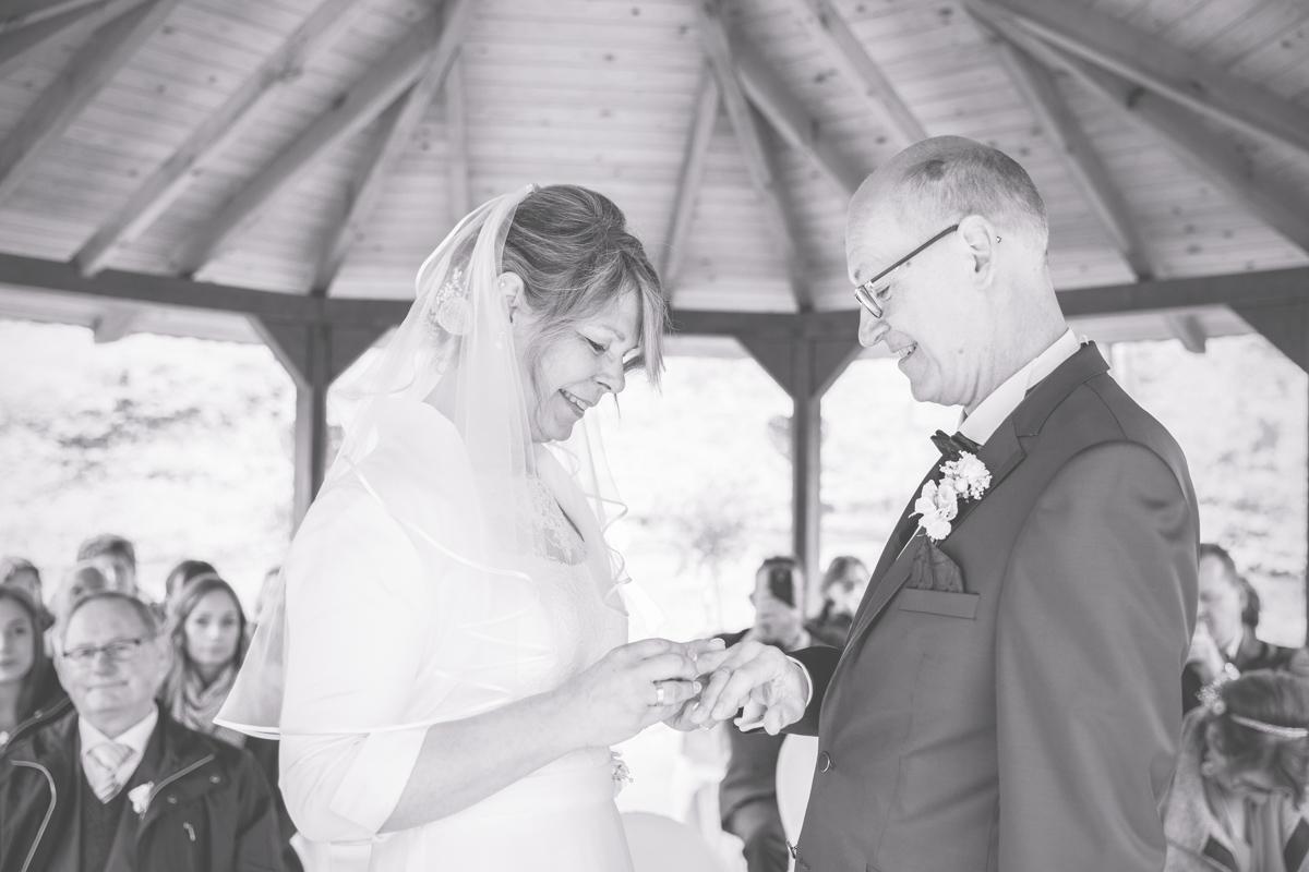 Hochzeitsfoto vom Ringwechsel