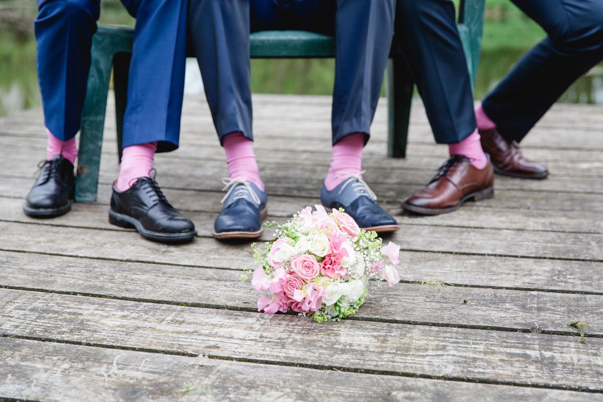 Hochzeitsfoto rosa Socken Herren.