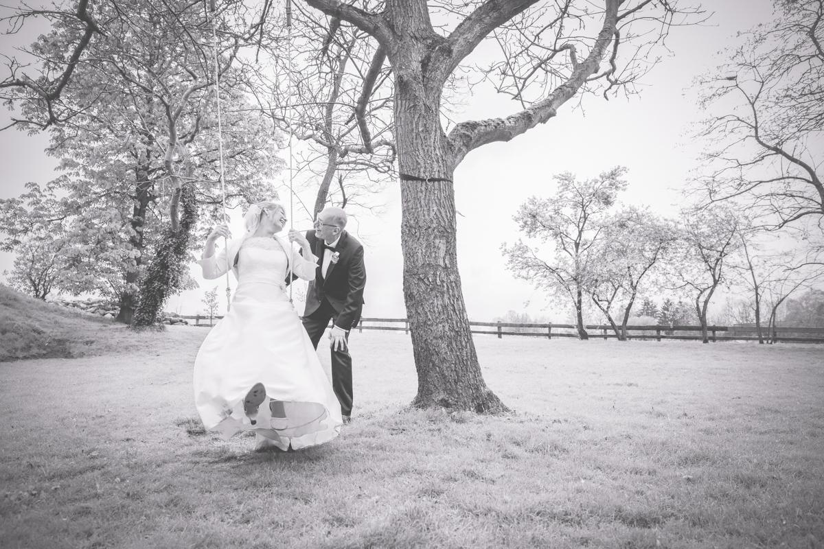 Braut auf der Schaukel.
