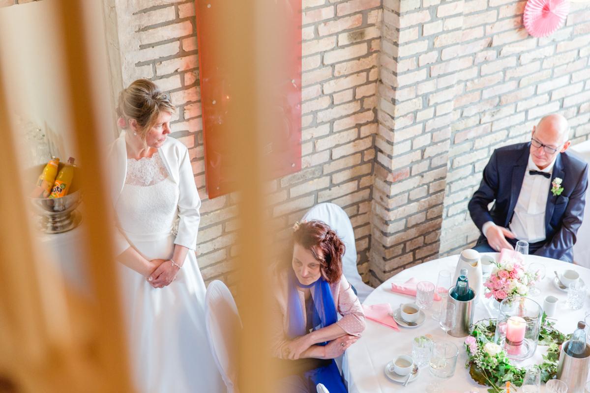 Braut während der Feier im Ostseebauernhof Hocke.