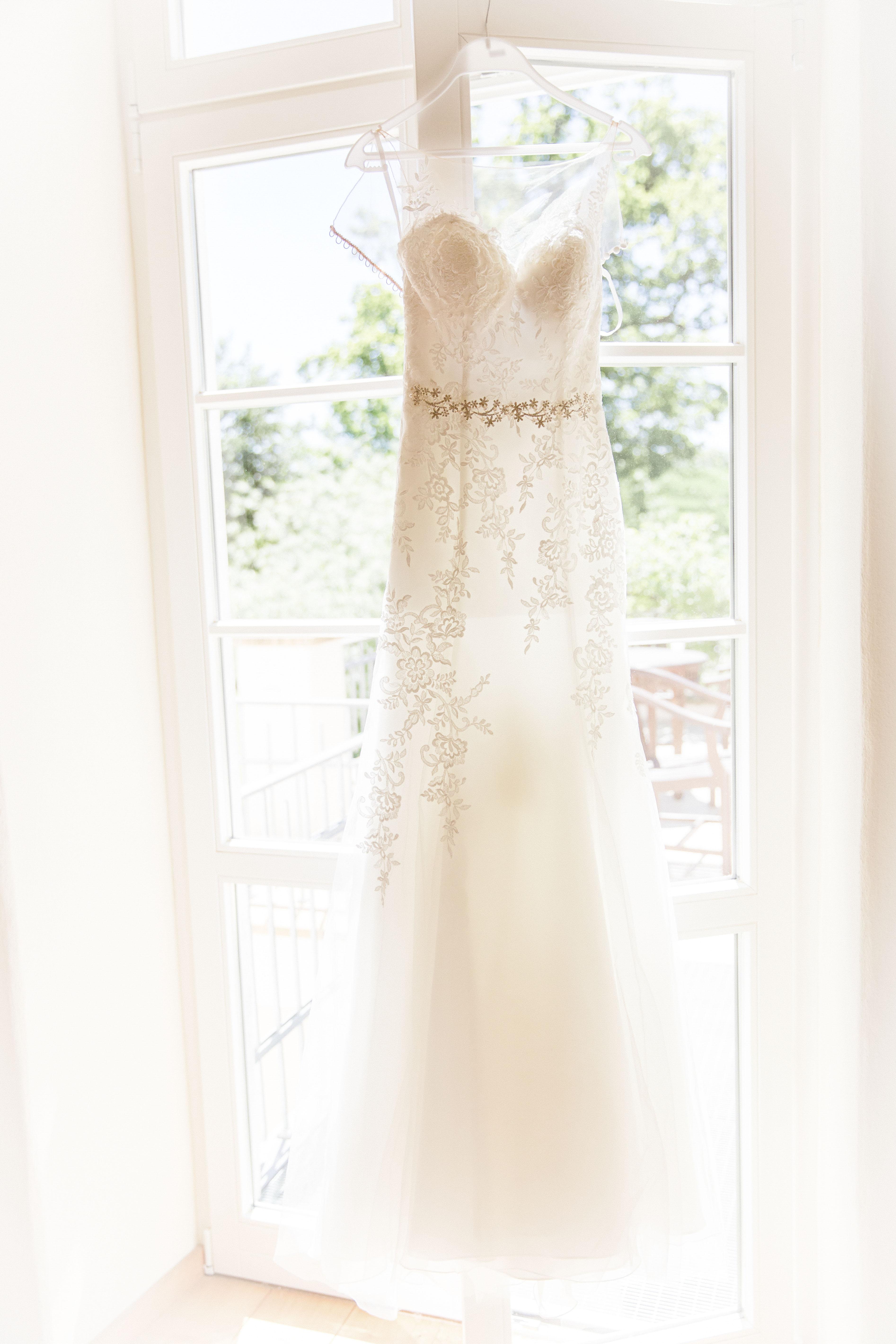 Hochzeitsfoto vom Hochzeitskleid. Enstanden beim Getting Ready.