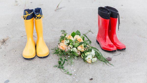 Schietwetter beim Brautpaarshooting - Teil 3: Passende Accessoires für eine Hochzeit im Regen