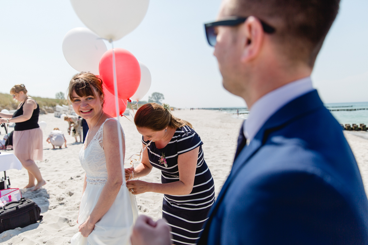 Braut am Strand.