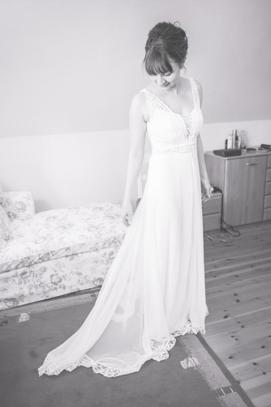 Braut in ihrem Kleid.