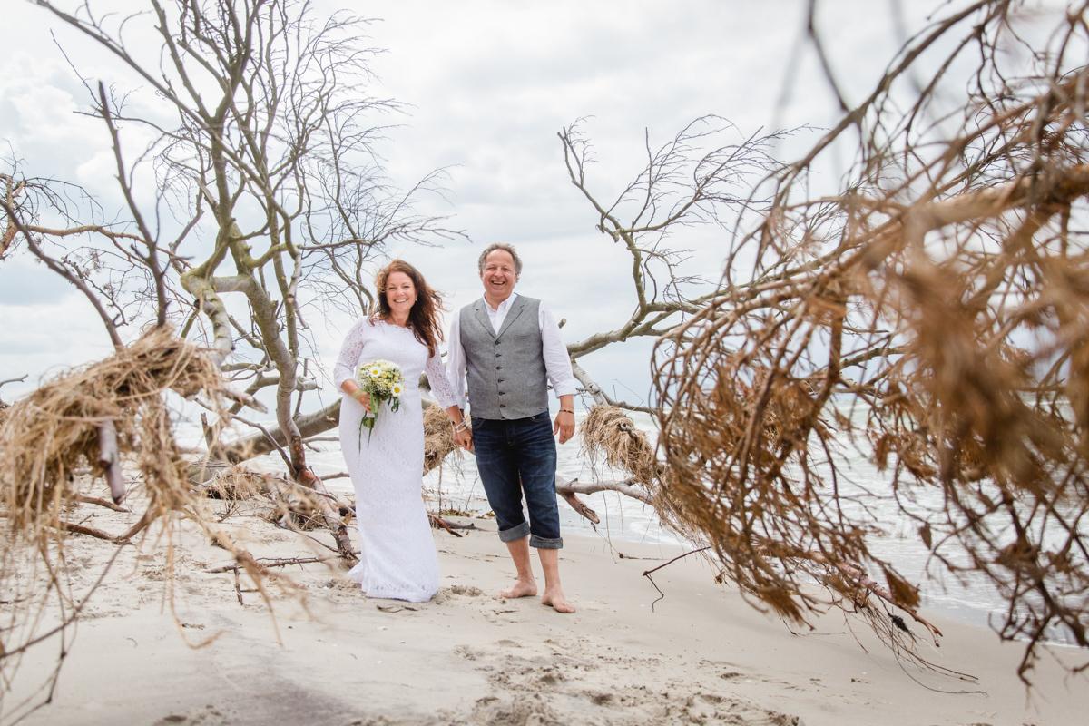 Brautpaar beim Fotoshooting am Weststrand.