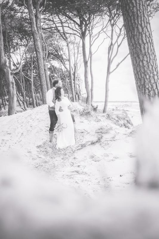 schwarz weißes Hochzeitsbild.