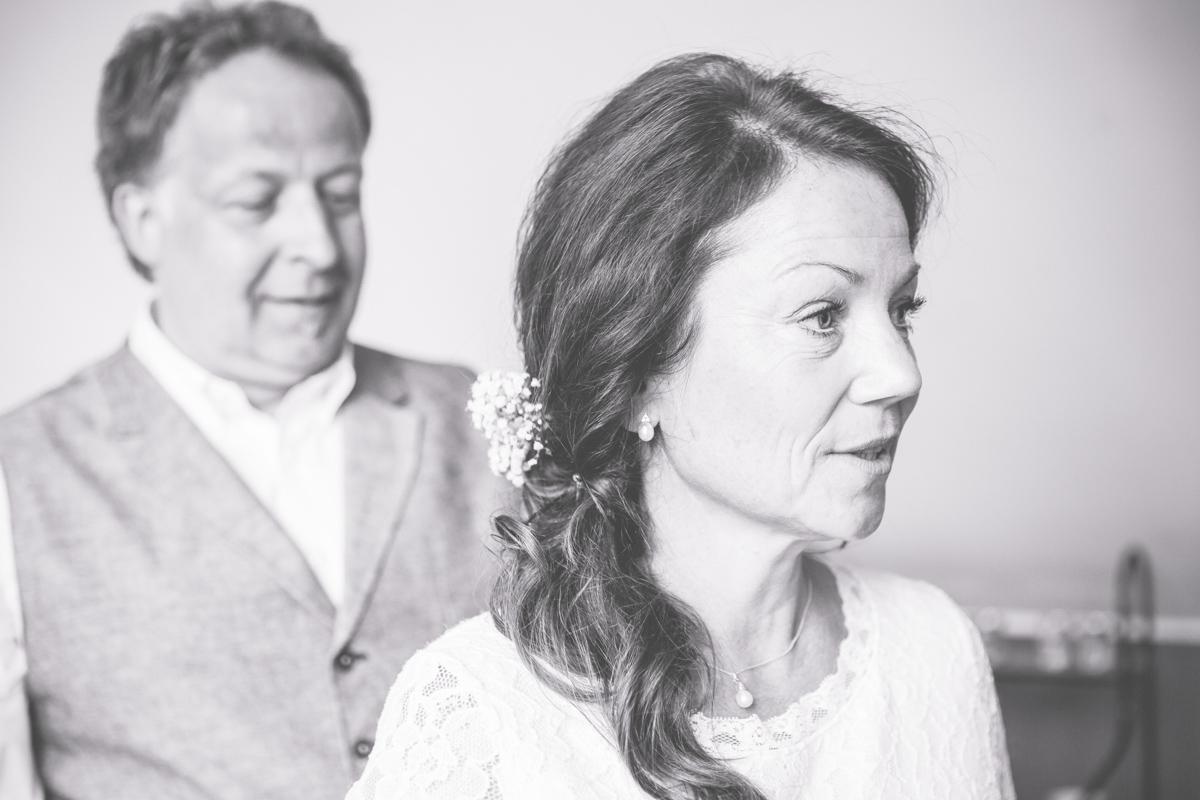 Braut und Bräutigam beim getting Ready.