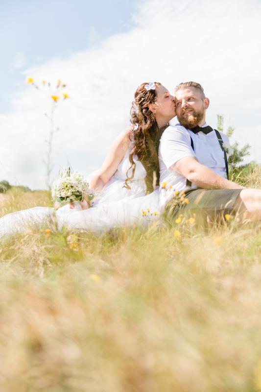 Braut und Bräutigam auf den Dünen.