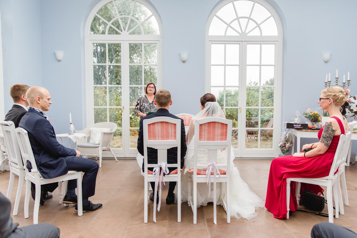 Hochzeitsfoto aufgenommen während der Trauung auf dem Gut Groß Siemen.