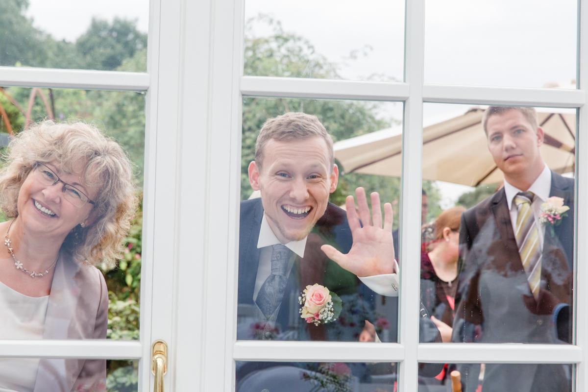 Witziges Foto aufgenommen bei der Hochzeitsfotoreportage.
