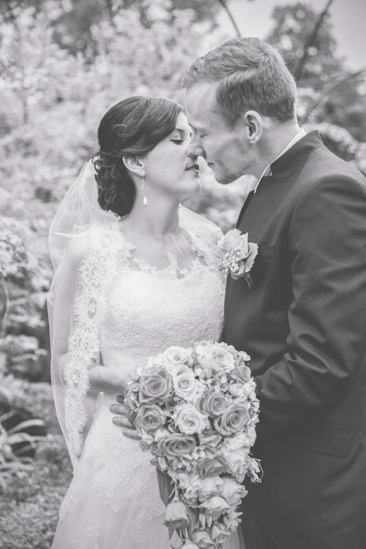 Küssendes Ehepaar.