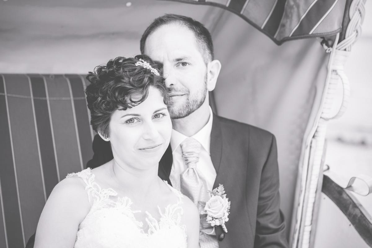 Brautpaarfotoshooting im Strandkorb