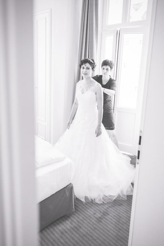 Getting-Ready - Braut im Brautkleid.