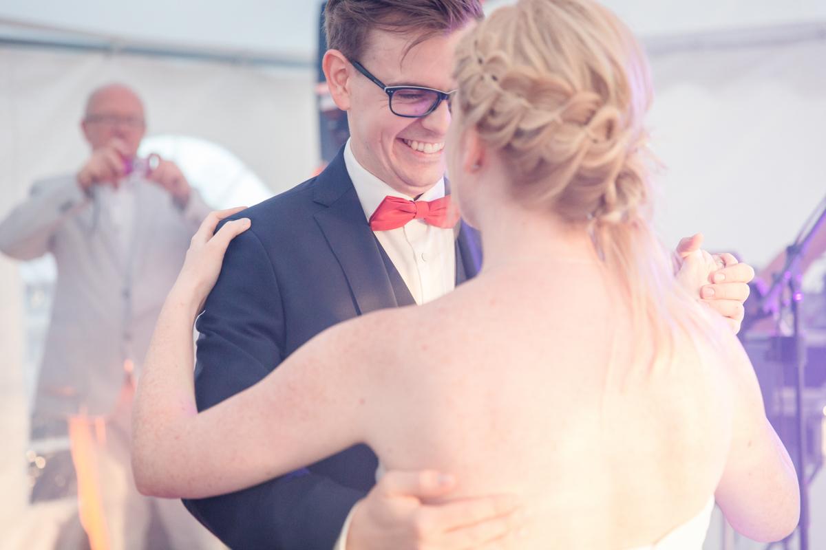 Emotionale Fotografie vom Hochzeitstanz.